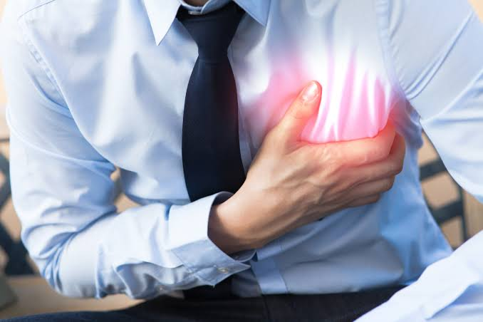 Sudden Chest Pain:Cause and Symptoms